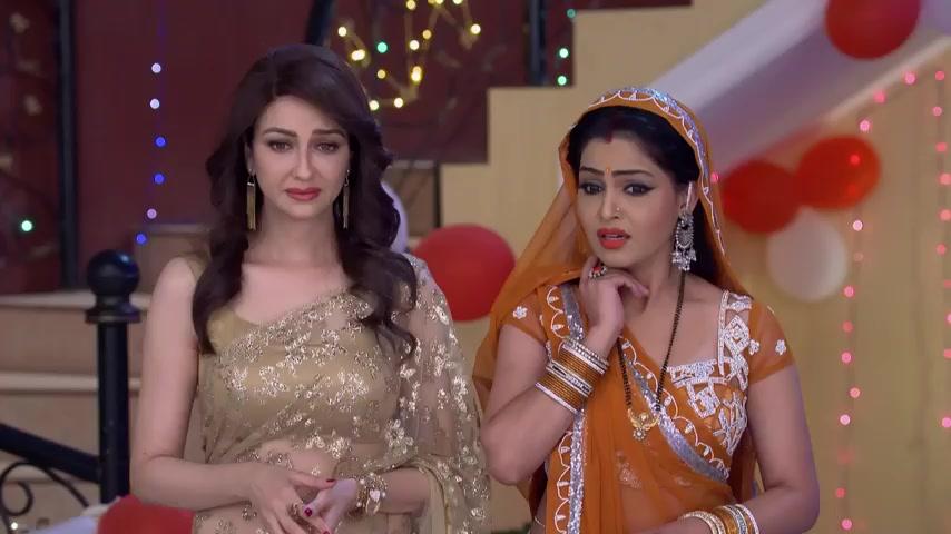 Saumya Tandon - Celebrity Style in Bhabi Ji Ghar Par Hain